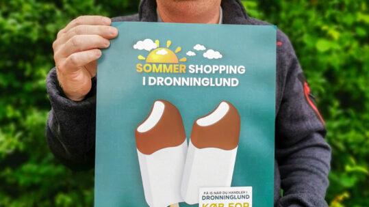 Dronninglund Handel Sommerhopping plakat foto med Citychef Mogens Thomsen